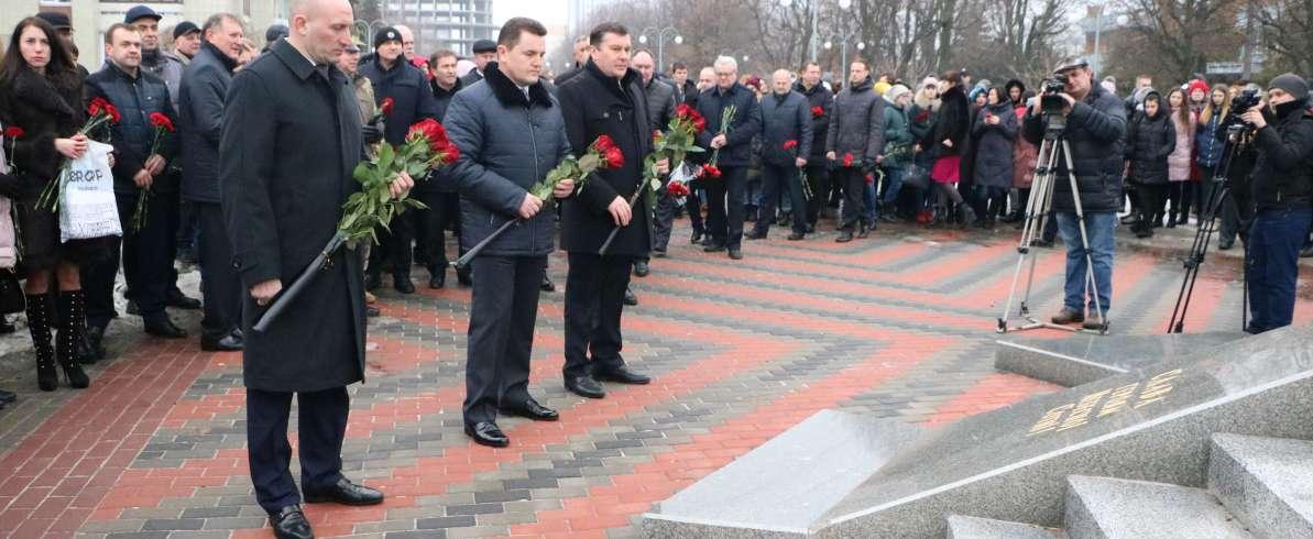 Черкаські партійці взяли участь у пам'ятних заходах з нагоди вшанування Героїв Небесної Сотні